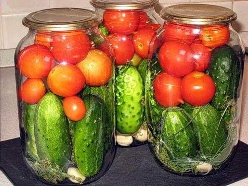 Рецепт вкусных маринованных помидоров с огурцами
